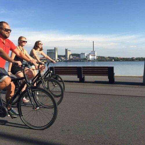 Aalborg Tours Bike Tour ved havnefronten bringer et smil på læben