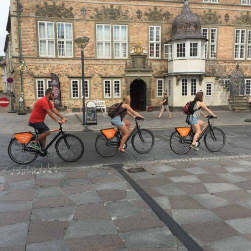 Aalborg Tours ved Jens Bangs Stenhus på Nytorv