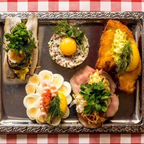 Smag en Aalborg Platte på Aalborg Tours Food Tour